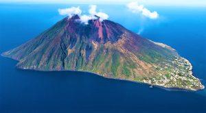 Read more about the article स्ट्राँबोली ज्वालामुखी (Stromboli Volcano)