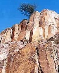 शिला स्मारके: संधित टफ (Rock Monuments : Welded Tuff)