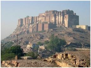 स्तरित स्मारके : जोधपूर श्रेणी आणि मलाणी अग्निज कुल संबंध (Stratigraphic Monuments : Jodhpur Series and Malani Igneous Suite Contact)