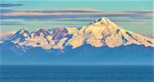 अल्यूशियन पर्वतरांग (Aleutian Range)